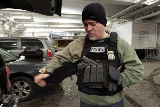 Agentes de inmigración ven riesgos en limitar detenciones