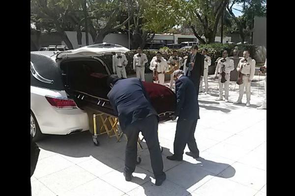 Despidieron con mariachi a Martínez Garza