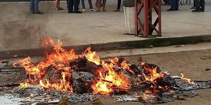 Chocan versiones en el IEM sobre quema de urnas