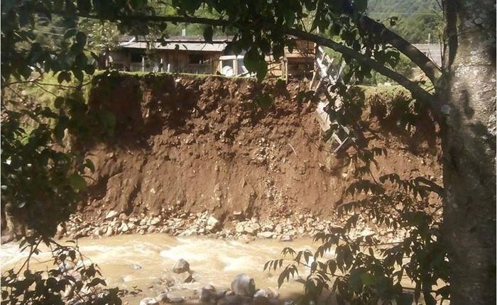 Continúan afectaciones por lluvias en Angangueo