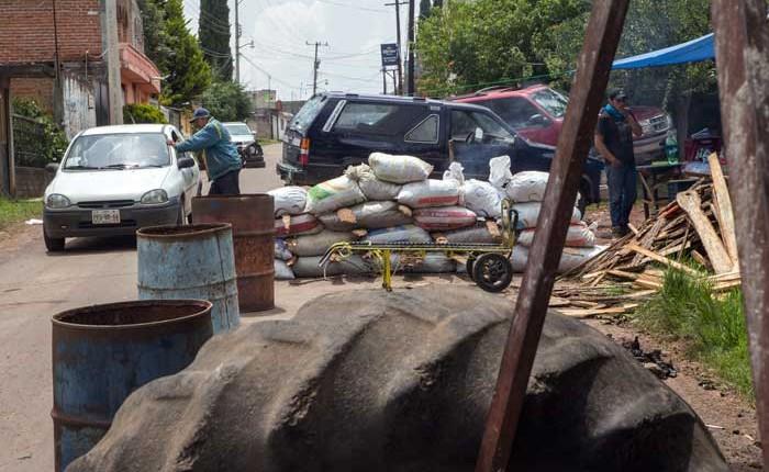 Quitarán barricadas en Ucareo