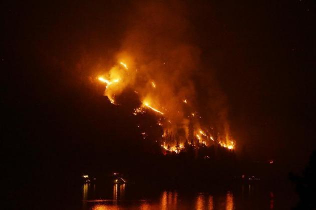 Militares ayudan a apagar incendios en el oeste de EEUU