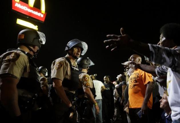 Múltiples arrestos en 4ta noche de protestas en Ferguson