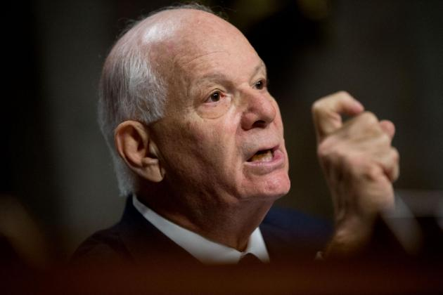 Senador demócrata se opone a acuerdo nuclear con Irán