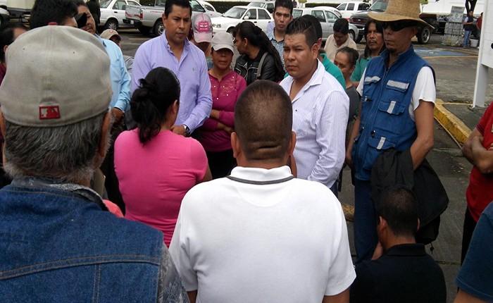 Expolicías toman presidencia de Uruapan