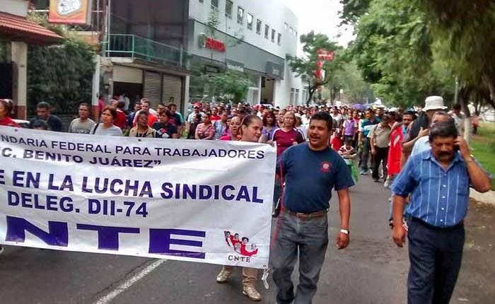 Descuentos salariales movilizan a CNTE en Uruapan