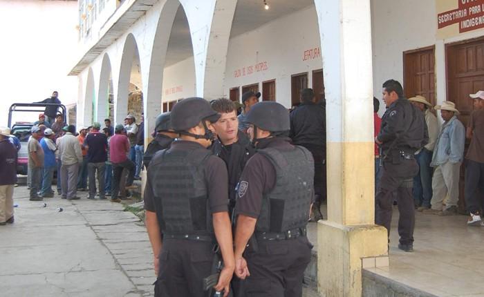 Blindarán Nahuatzen; funcionarios son liberados
