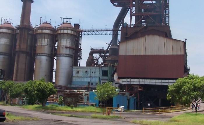 Llega ArcelorMittal a 39 años en medio de una crisis