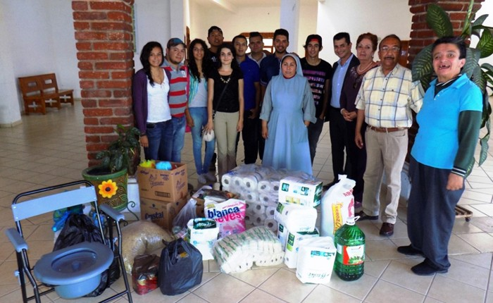 Estudiantes del Tec-Los Reyes, apoyan a asilo de ancianos