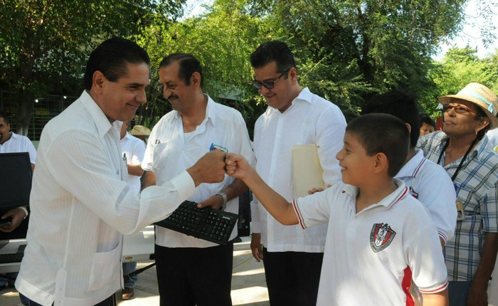 Se arreglarán 5 mil escuelas en Michoacán: Silvano