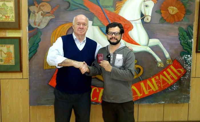 Grabador Zitacuarense recibe condecoración rusa