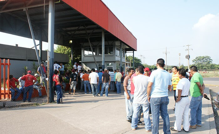 Arcelor echa a la calle a trabajadores eventuales