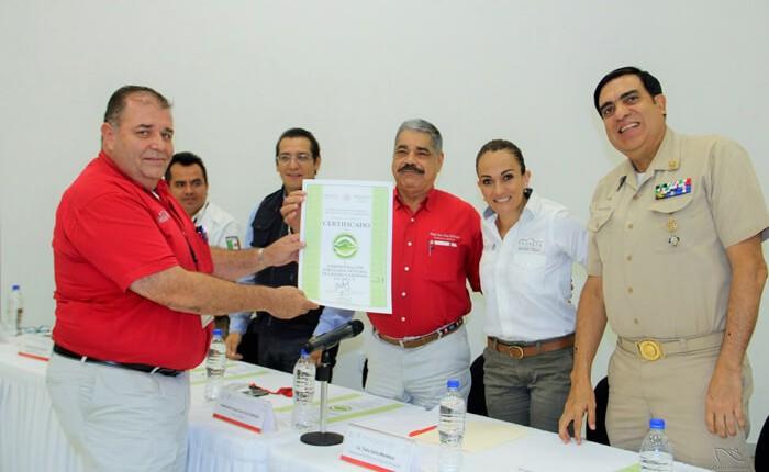 Certifican al puerto de Lázaro Cárdenas