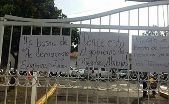 Manifestantes exigen continuidad al programa de vivienda