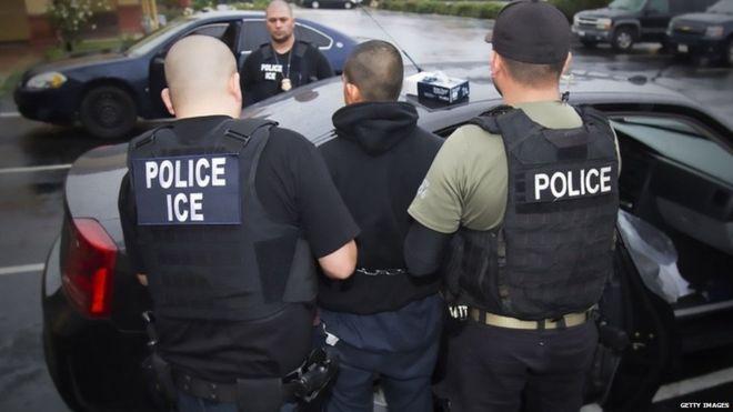 ¿Qué tanta diferencia hay en las redadas de inmigrantes indocumentados hechas bajo el gobierno de Donald Trump y el de Barack Obama?