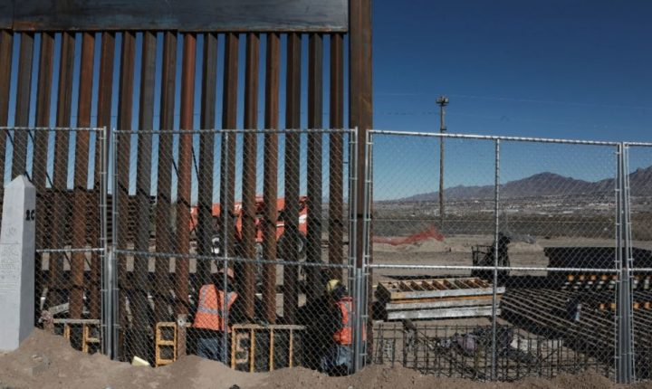 Senadores demócratas presentan ley para frenar muro