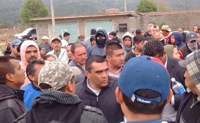 Tras diálogo, SSP libera vialidad en Aranza