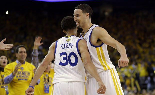 Curry y Thompson brillan en un tenso duelo ante OKC