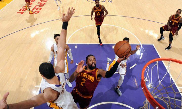 LeBron, Irving y Love sumaron 101 puntos con Cavs ante Lakers