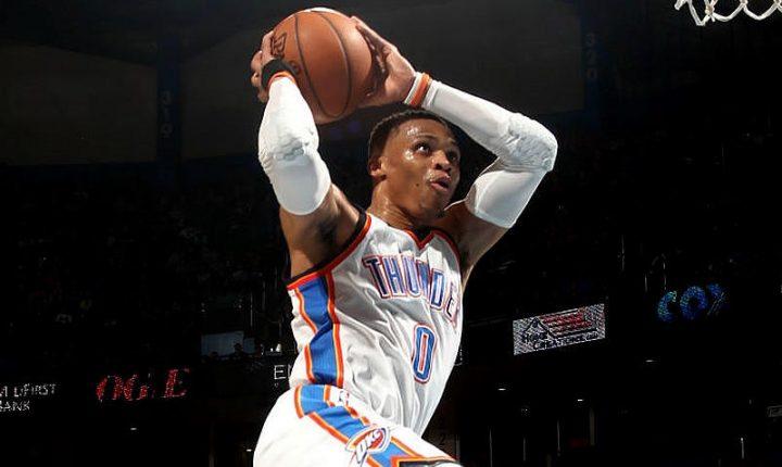 Westbrook se acerca a récord de triple-dobles y el Thunder vapuleó a Sixers