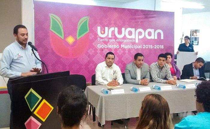 Entregan créditos de Palabra de Mujer en Uruapan