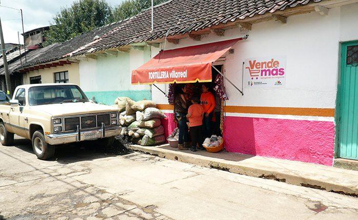 Apoyan a microempresarios en Cenobio Moreno