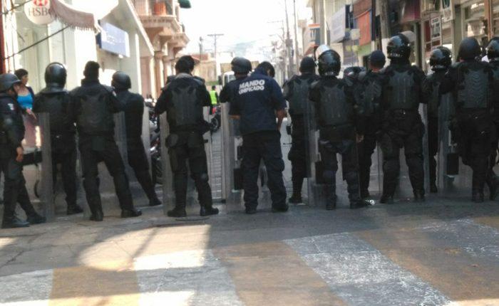 Blindan plaza de Los Reyes ante amenazas de manifestación
