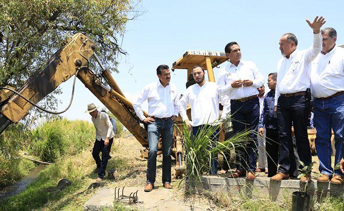 Construyen la Plaza de la Zarzamora en Los Reyes
