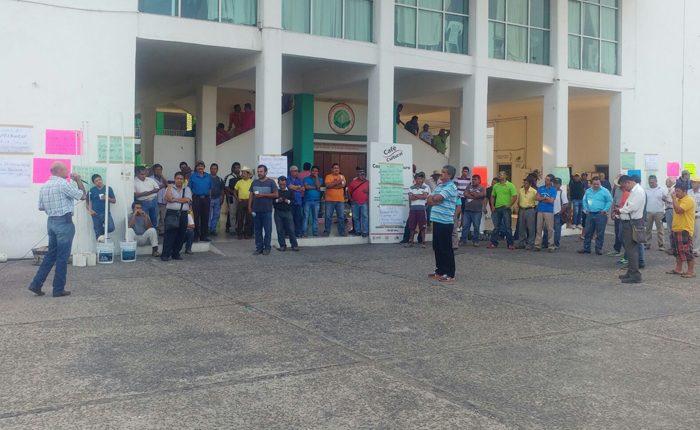 Demandan obreros destitución de alcalde de Lázaro Cárdenas