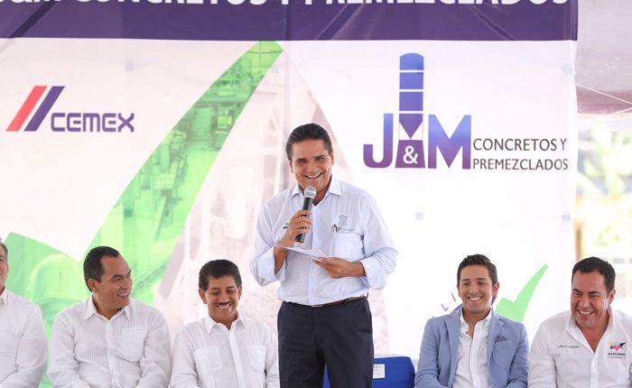Inaugura Silvano empresa cementera en Zitácuaro