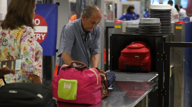Cuáles serán los nuevos y más estrictos controles de seguridad para pasajeros en vuelos a Estados Unidos desde 105 países