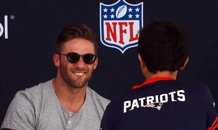 Jugadores de Patriots premiaron a más de mil fans madrugadores en CDMX