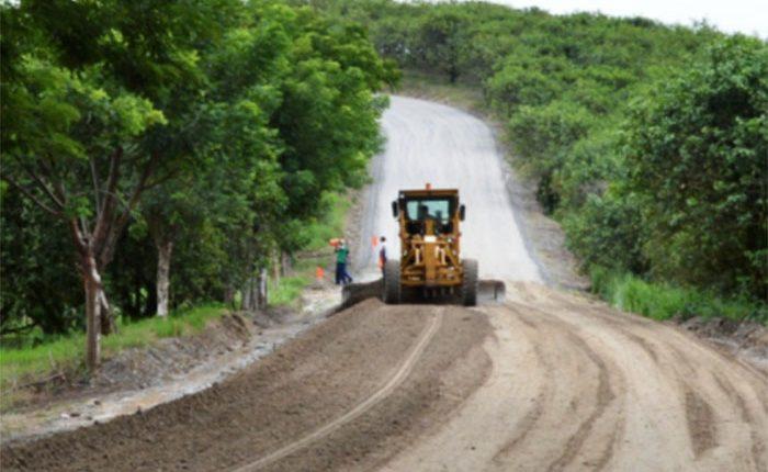 Invierte Sedrua 6.3 mdp en caminos rurales de Arteaga