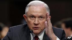 Trump vuelve a criticar al secretario de Justicia Sessions