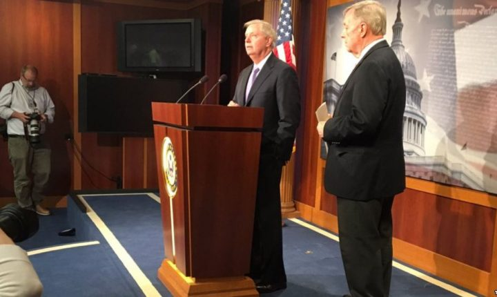 "Senadores presentan proyecto de ley para ayudar a ""dreamers"""
