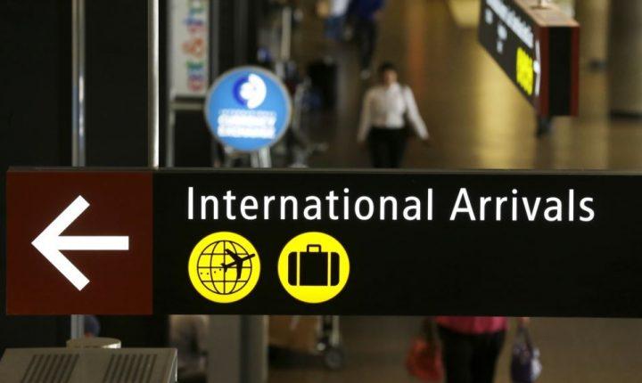 Encuesta: Mayoría en EE.UU. apoya veto migratorio