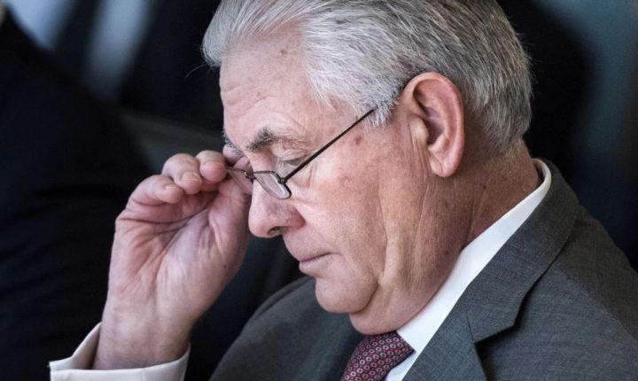 Tillerson niega que esté por dejar el Departamento de Estado