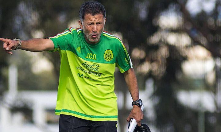 A Osorio le llovieron insultos y gritos a su llegada a México
