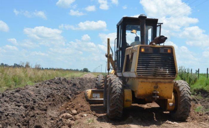 Rehabilitan caminos rurales en Áporo