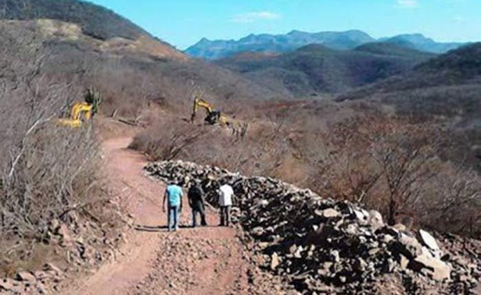 Rehabilitan 24.6 kilómetros de caminos rurales en Turicato