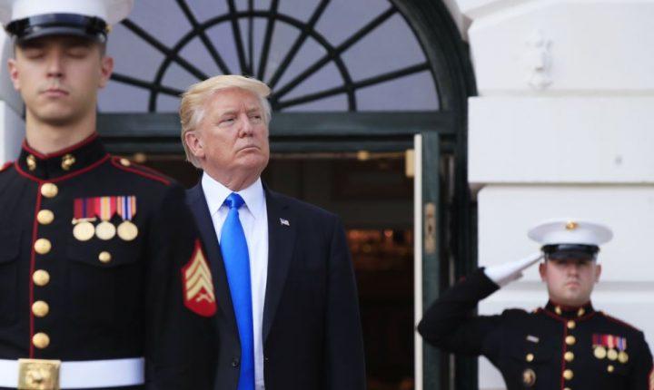 """La advertencia de Donald Trump de que Corea del Norte podría enfrentar """"fuego y furia como nunca antes fueron vistos"""" ha sido interpretada ampliamente como una amenaza respaldada por el poder destructivo del arsenal nuclear de Estados Unidos.  En caso de que el mensaje no hubiese sido los suficientemente claro, a la mañana siguiente el presidente se jactó de que las armas nucleares de Estados Unidos son """"mucho más fuertes y más poderosas que nunca antes""""."""