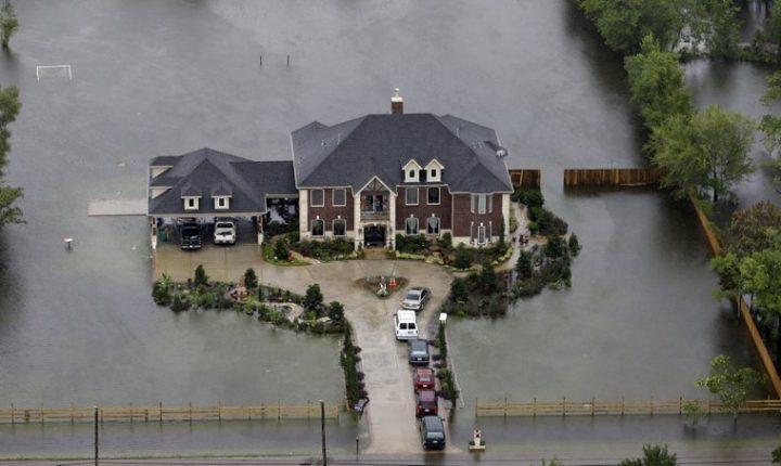 Houston desde el aire: Harvey continua a afectar a la 4ta ciudad mas grande de de USA.