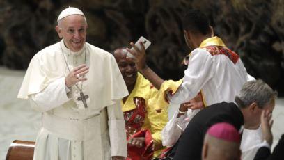 Papa Francisco pide a los gobiernos proteger a migrantes
